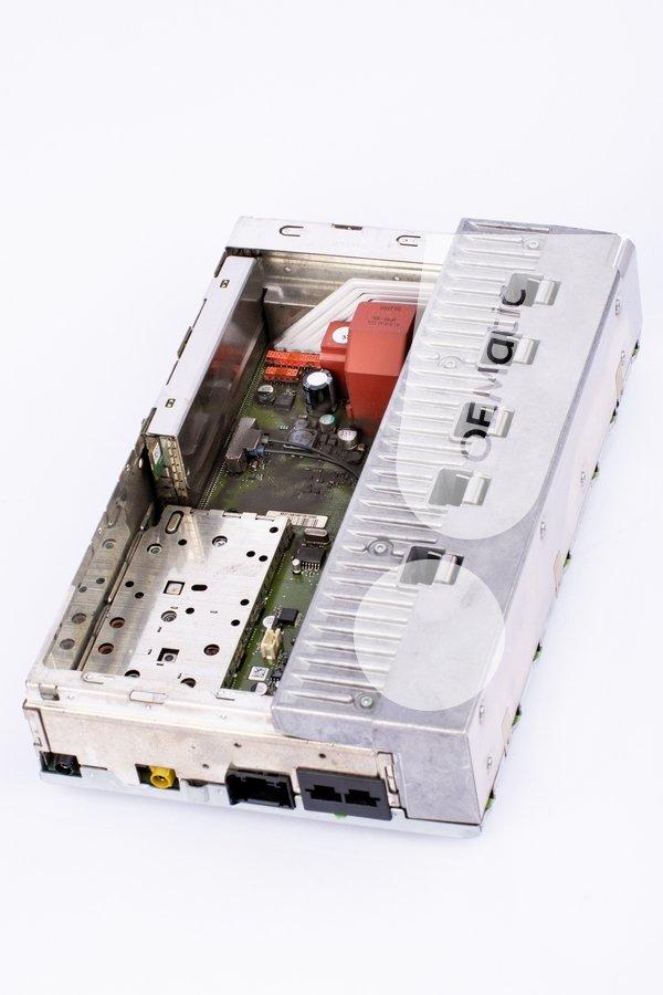 Uszkodzony wzmacniacz Logic7 z Mercedesa W221