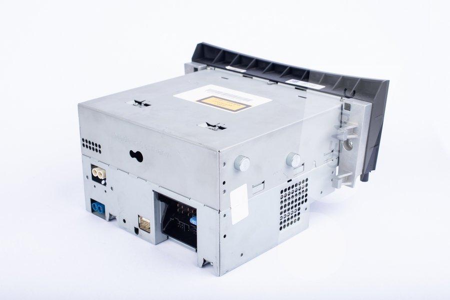 Gniazda zasilania i systemowe w Audio APS50 z W212